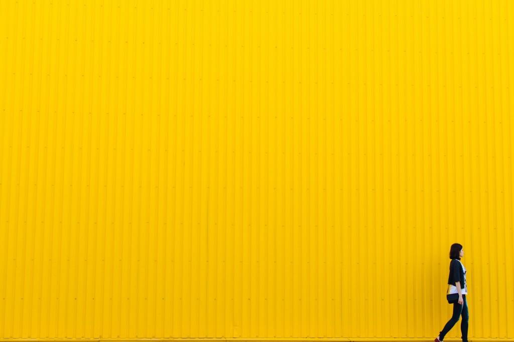 色のイメージ 黄色